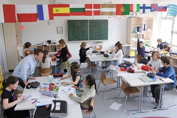 1024px-Unterricht: Metropolitan Schools